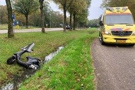 Ongeluk in Bovenkarspel: opzittende scooter vluchten