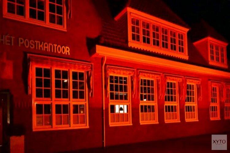 Postkantoor en Carillon oranje voor Orange The World