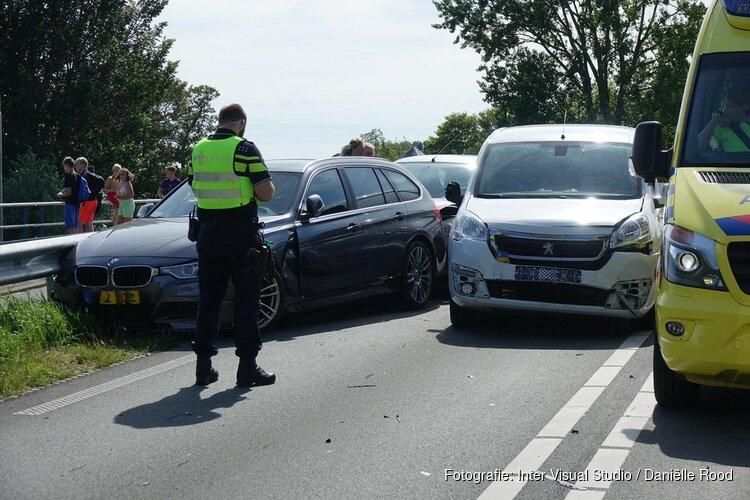 Kettingbotsing bij Broekerhaven, meerdere personen in ambulance nagekeken